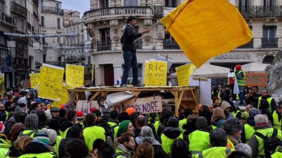 Se reduce número de chalecos amarillos en Francia