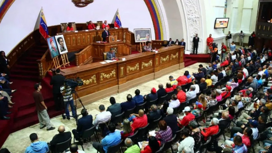 EU revoca visas a miembros de Asamblea constituyente de Nicolás Maduro