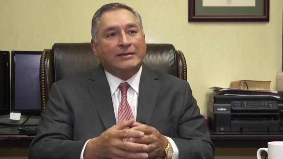 Javier Villalobos jura como alcalde de McAllen
