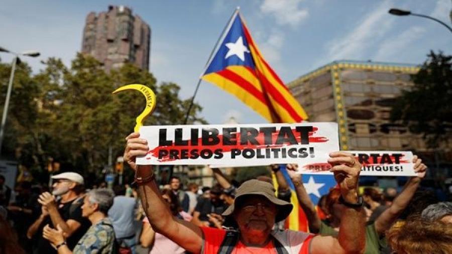 Deja más de 300 heridos tercera noche de protestas en Cataluña