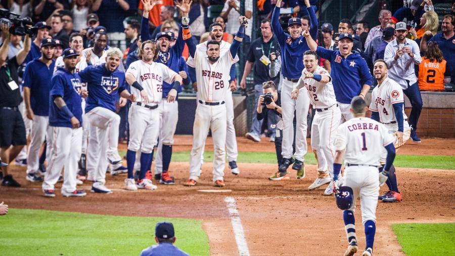 Astros ganan en extra innings y empatan la serie de la ALCS