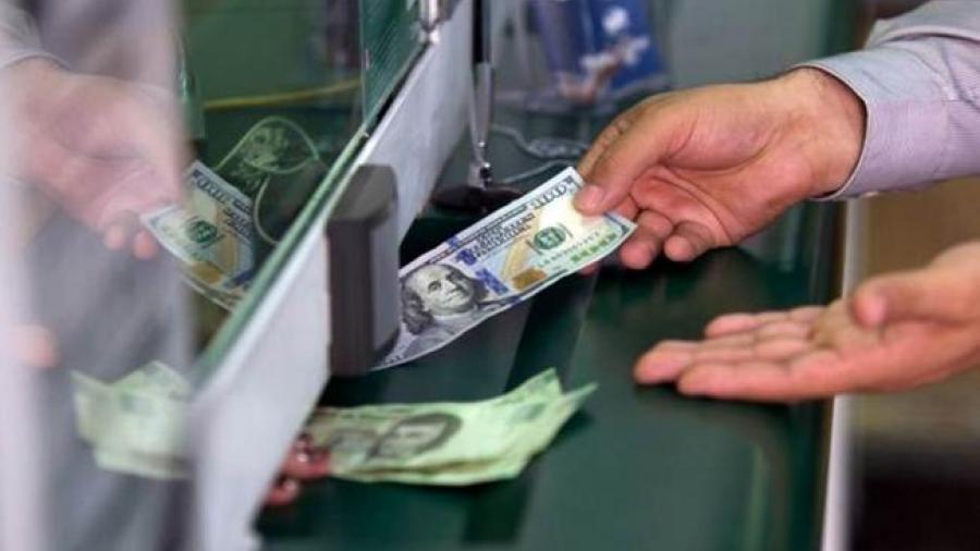 Dólar cotiza en 19.20 pesos en casas de cambio