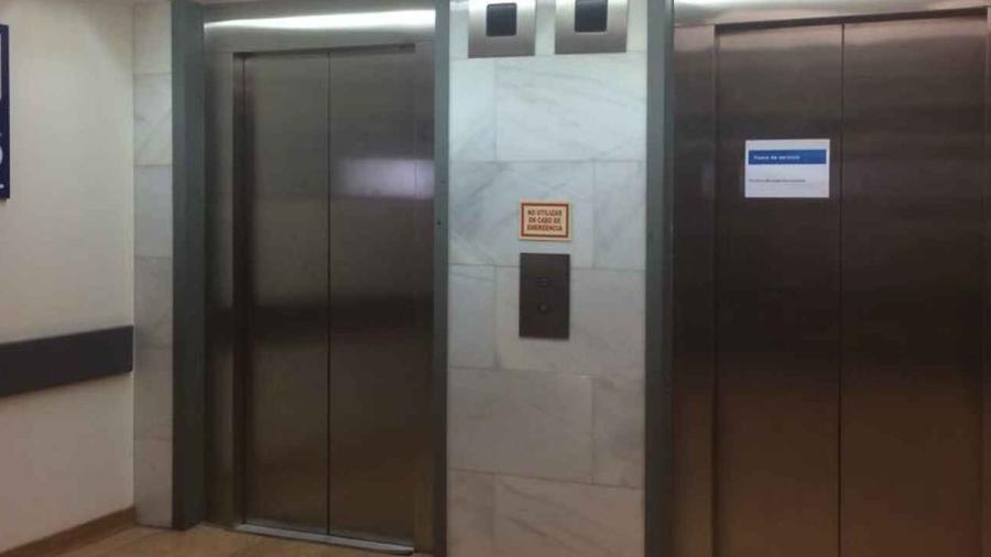 Encuentran cadáver dentro de un elevador descompuesto en la India