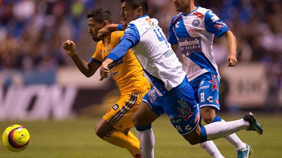 Puebla le pega al campeón