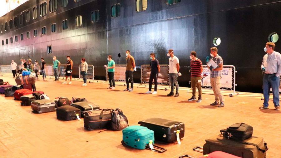 Gobierno mexicano repatria a 187 personas varadas en un crucero