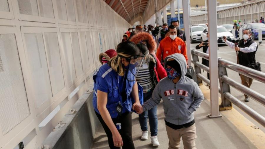 EU busca permitir que familias migrantes separadas en la era Trump, se queden en el país