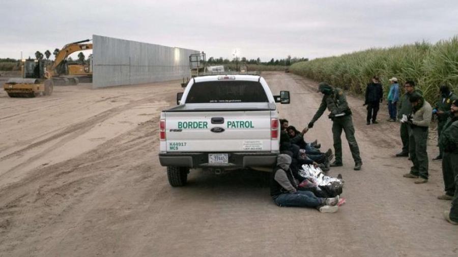 El Gobierno de Biden demanda a Texas por detención de migrantes