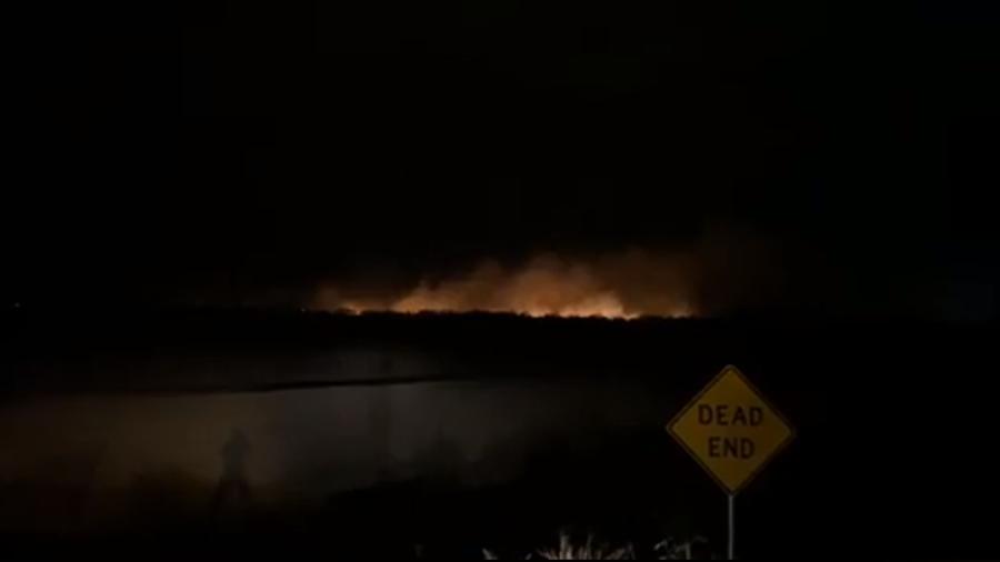 Continúa incendio en la frontera de Rio Grande City y Camargo