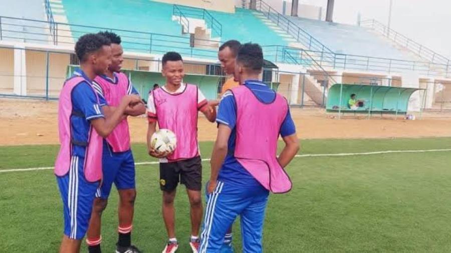 Al menos cuatro futbolistas muertos tras atentado contra autobús en Somalia