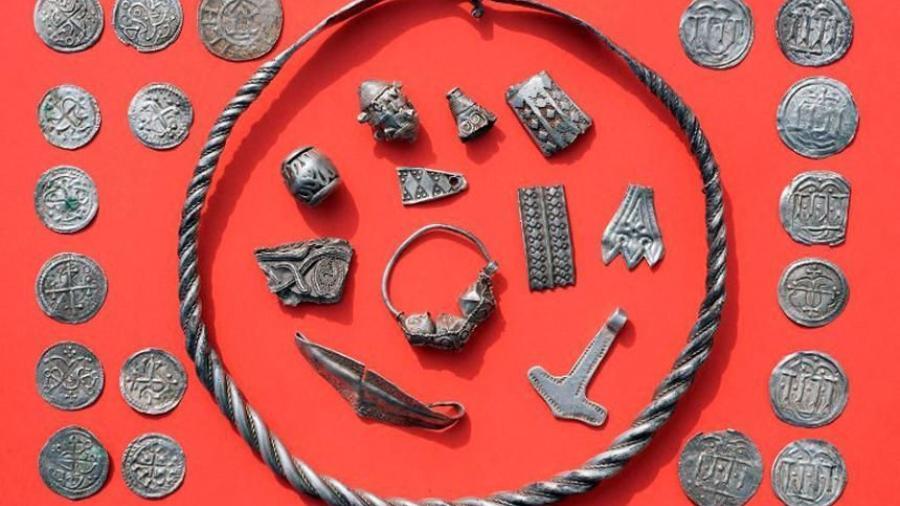 """Niño encuentra tesoro de antiguo del rey Harald """"Diente azul"""""""