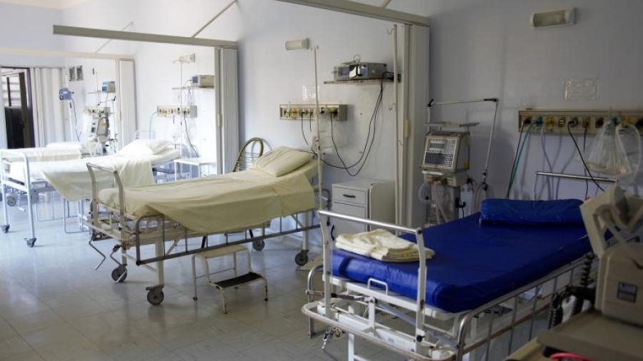Paciente incendia su cama de hospital tras ser ignorado por el personal