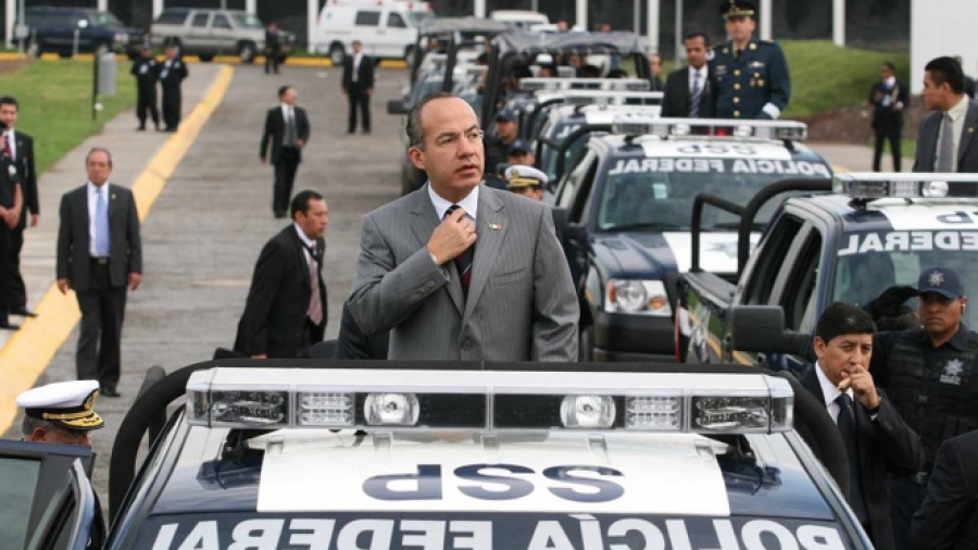 Denuncia Durazo a miembros políticos por corrupción en la PF