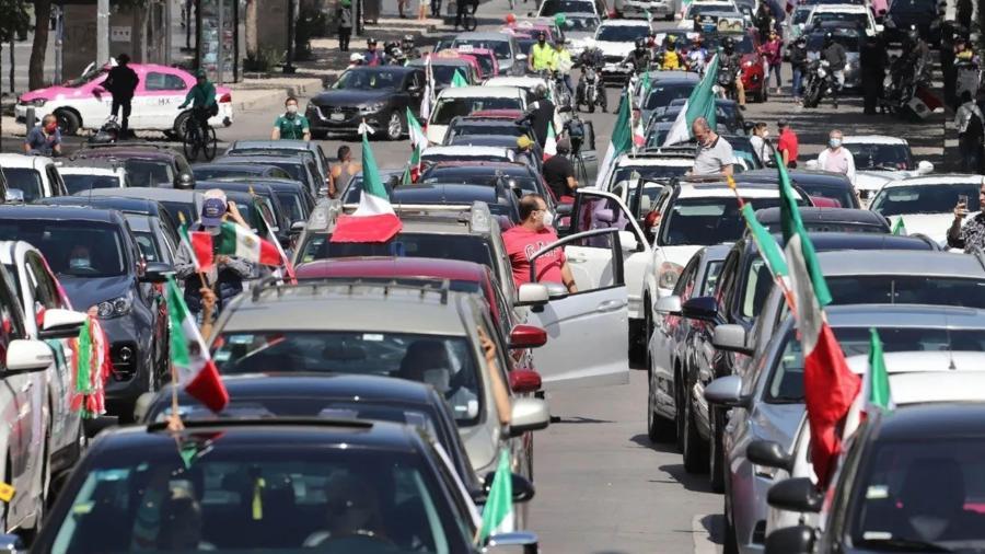 Realizan cuarta caravana en contra de López Obrador