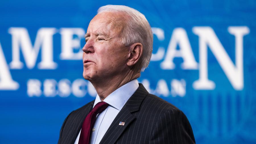 Es un pensamiento neandertal el relajar uso de cubrebocas: Joe Biden