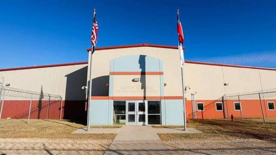 Texas abre nuevo centro de detención para Migrantes