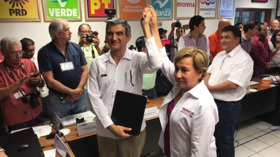 Entregan constancia de Senadores a Americo Anaya y Lupita Covarrubias