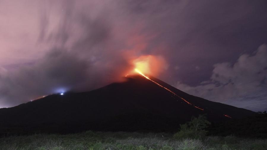 Guatemala sostiene alerta ante actividad constante de Volcán de Pacaya