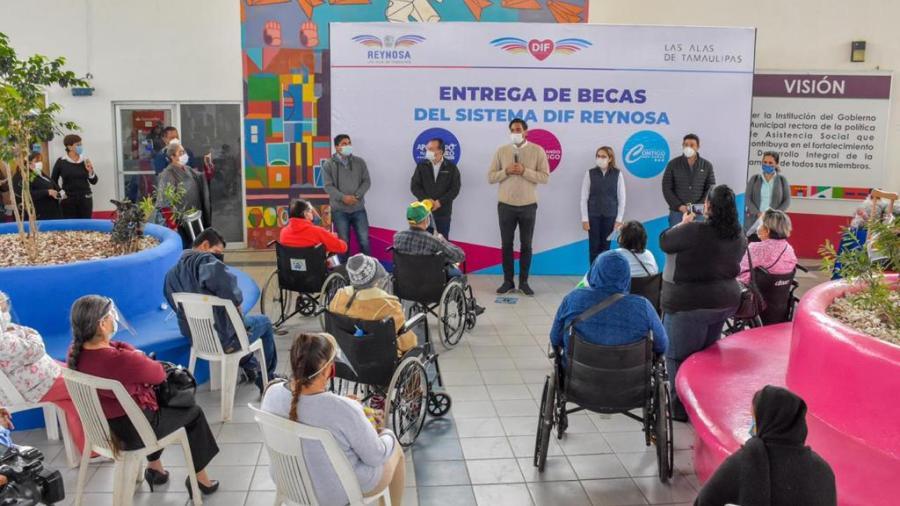 """DIF Reynosa entrega becas  """"Avanzando Contigo"""""""