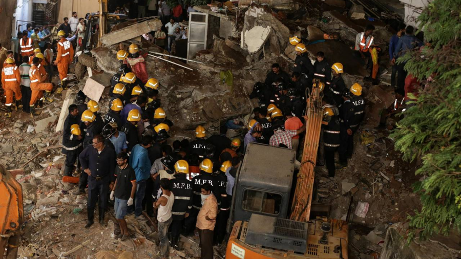 Al menos 12 muertos tras colapsar viejo edificio en la India