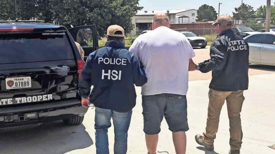 Detienen a dos hombres en Texas por pornografía infantil