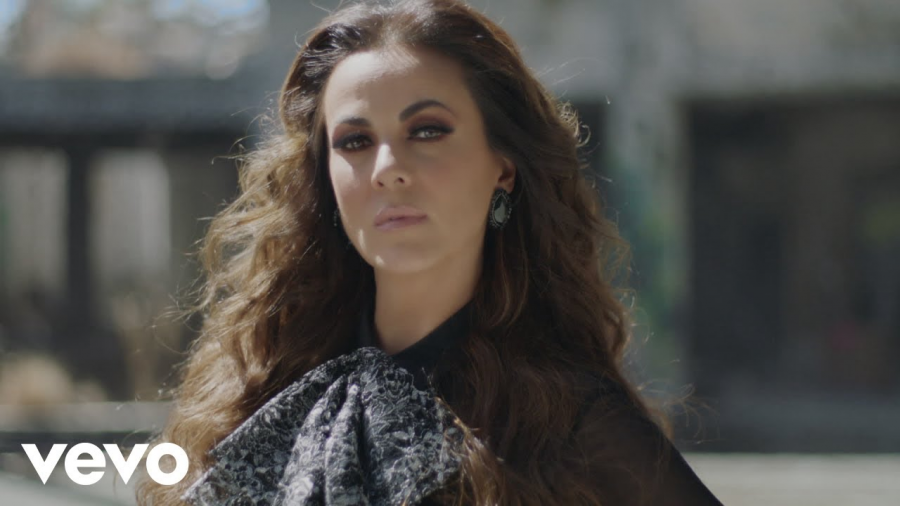 """Edith Márquez estrena su nuevo sencillo """"Olvídalo"""""""