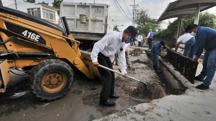 Atiende Gobierno de Tamaulipas a usuarios de canchas de futbol rápido y basquetbol en la colonia Estudiantil