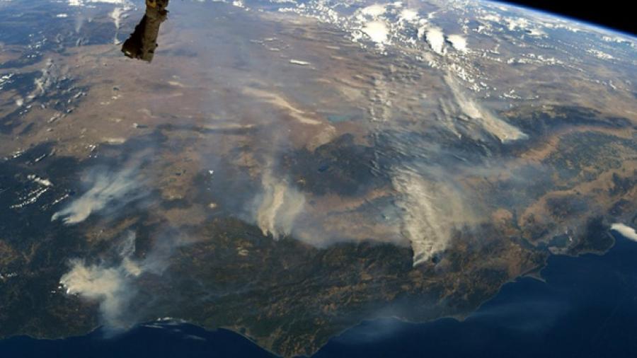 Fotografían incendios forestales de California desde el espacio