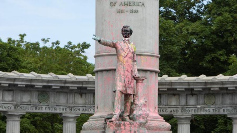 Retiran el Jefferson Davis Memorial Bourder de Brownsville