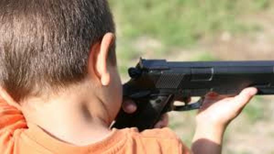 Niño pierde la vida tras usar un arma de fuego en su cumpleaños