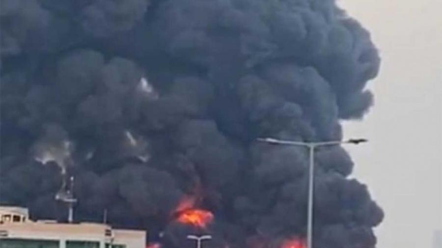 Incendio de magnitud alerta a los Emiratos Árabes