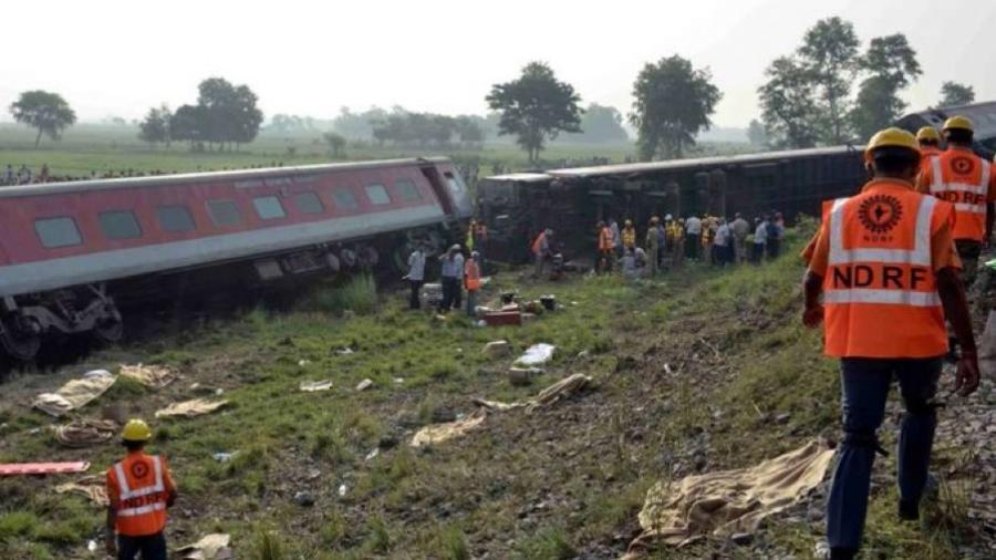 Deja al menos 13 heridos al descarrilar un tren en el norte de la India