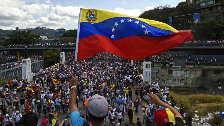 EU responsabiliza a Maduro por integridad de presos estadounidenses en Venezuela