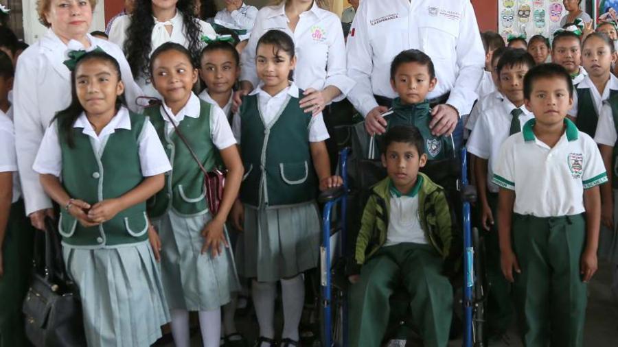 Impulsa Adrián Oseguera programa de mantenimiento en las escuelas