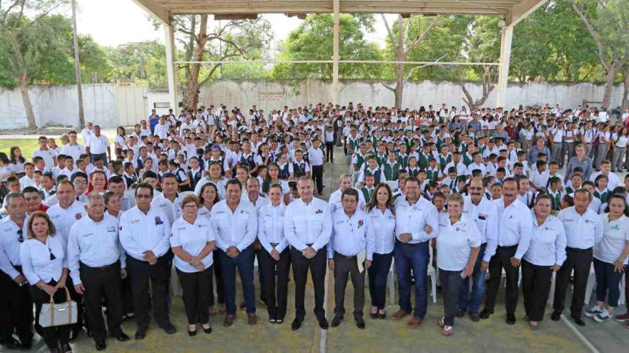 Adrián Oseguera encabeza ceremonia de Nuevo Ciclo Escolar