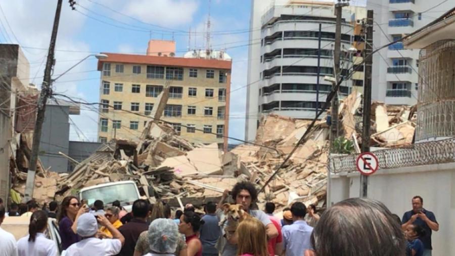 Un muerto y varios heridos por derrumbe de edificio en Brasil