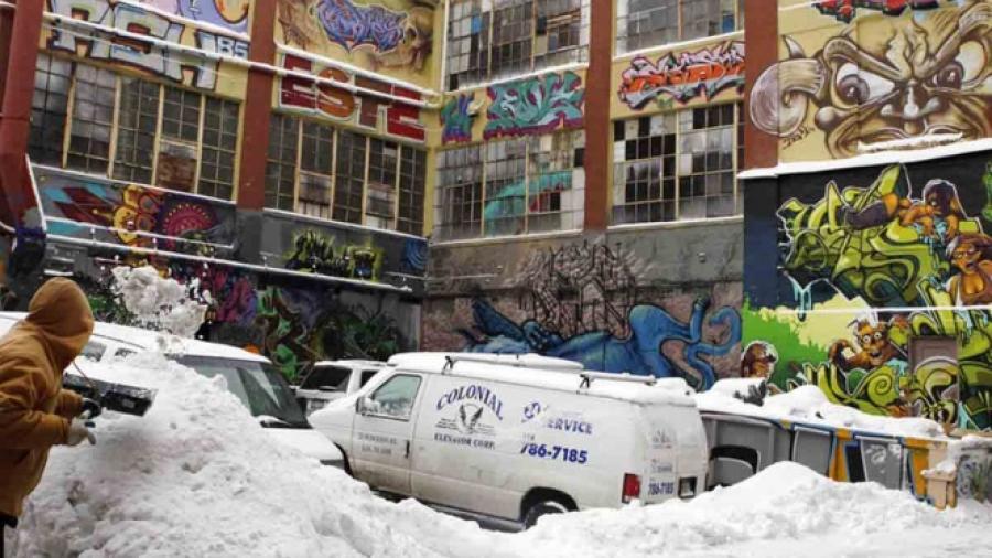 Indemnizan a grafiteros tras demolición de edificio con sus obras