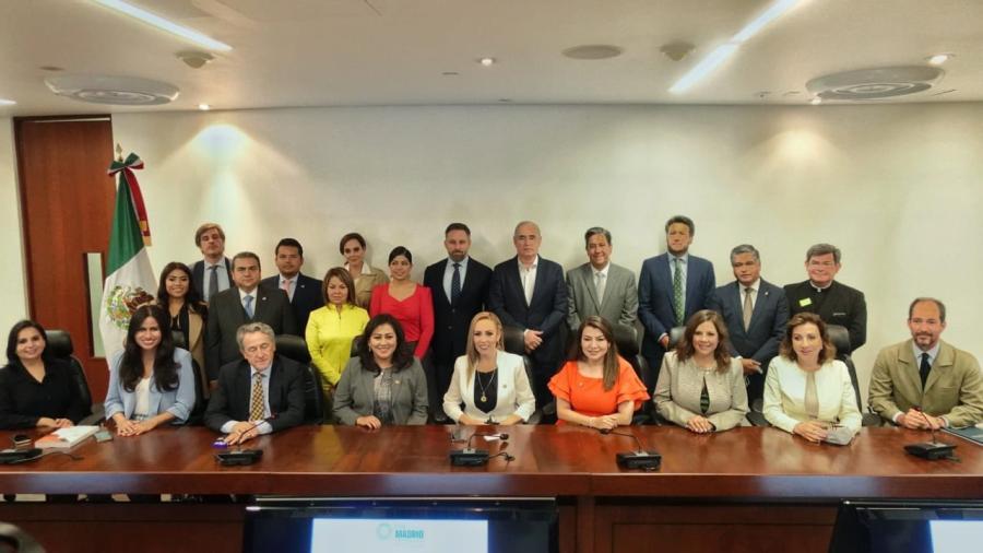 Senadores del PAN firman Carta de Madrid, para detener el avance del comunismo