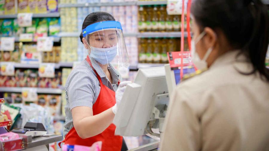 Cubrebocas ya son opcionales para empleados y clientes de HEB vacunados