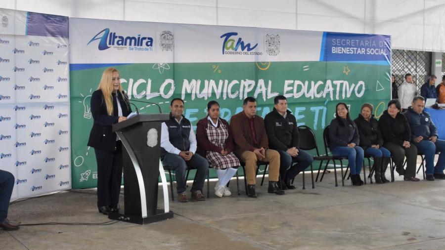 """Más de 30 mil estudiantes beneficiados con el Ciclo Municipal Educativo """"Se Trata de Ti''"""