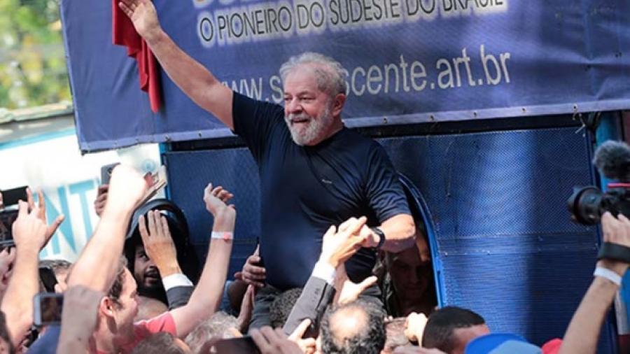 Sigue a la cabeza Lula da Silva en encuesta electoral