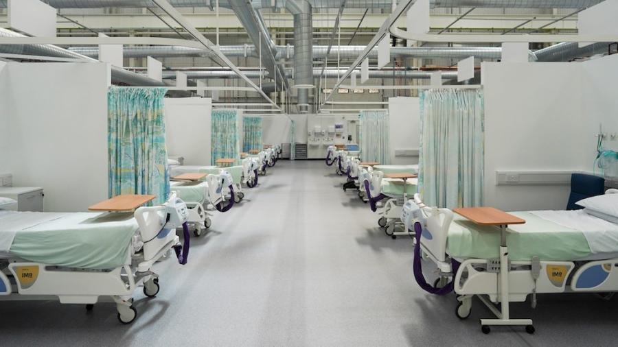 Empresario se recupera de la COVID-19 y decide hacer su oficina en hospital