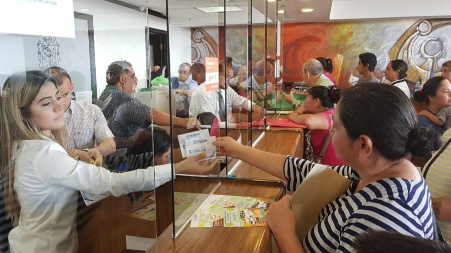 El Municipio entregó vales para útiles escolares en Feria de Regreso a Clases, no Becas