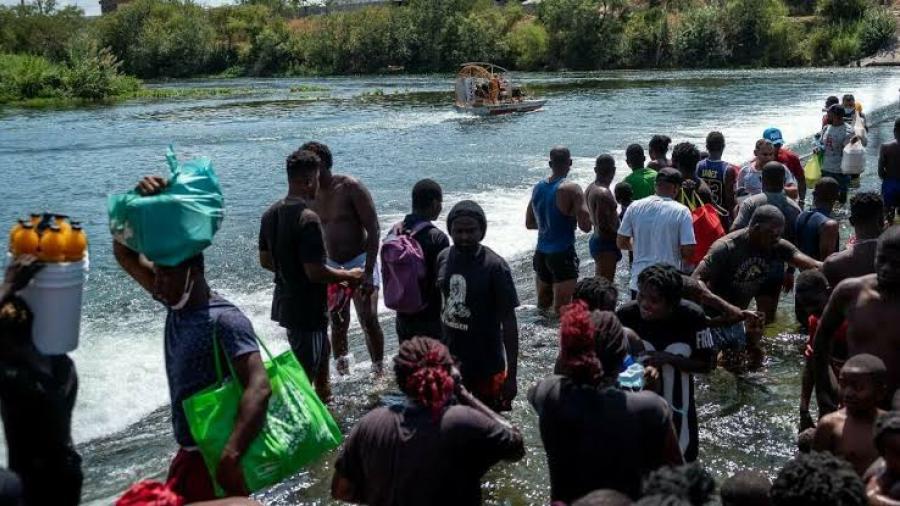 Texas pide a Joe Biden emitir declaratoria de emergencia por crisis migratoria