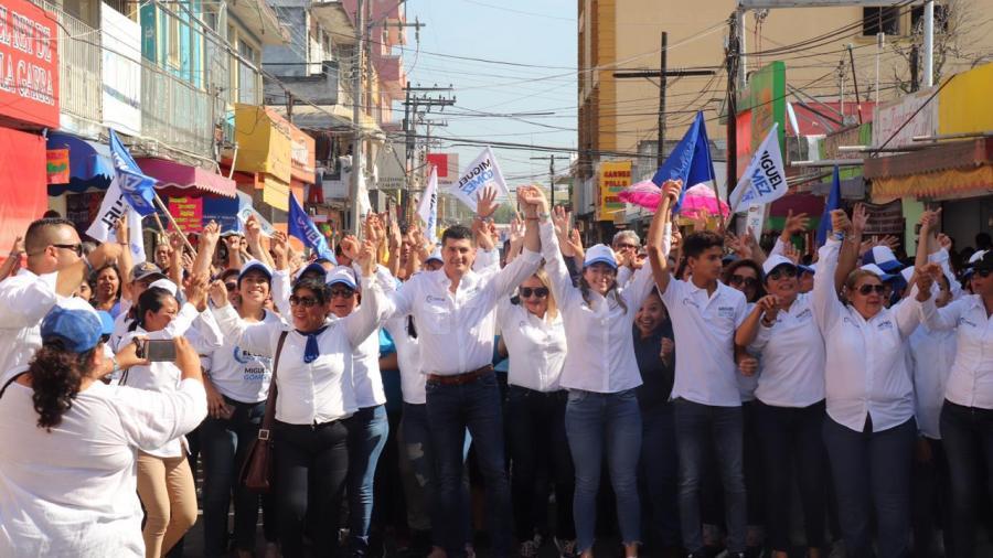 Miguel Gómez recibe gran aceptación de comerciantes de Altamira