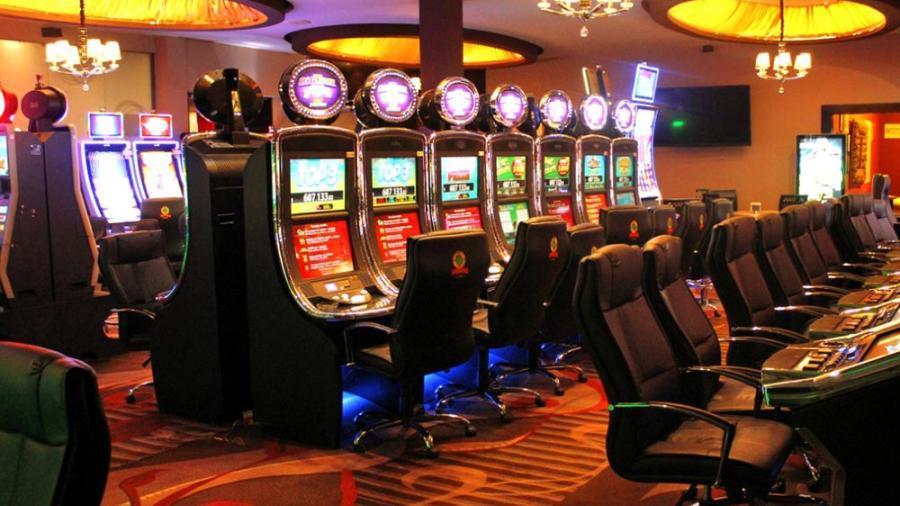 Sin casinos, cines ni salones de fiestas por coronavirus en NL