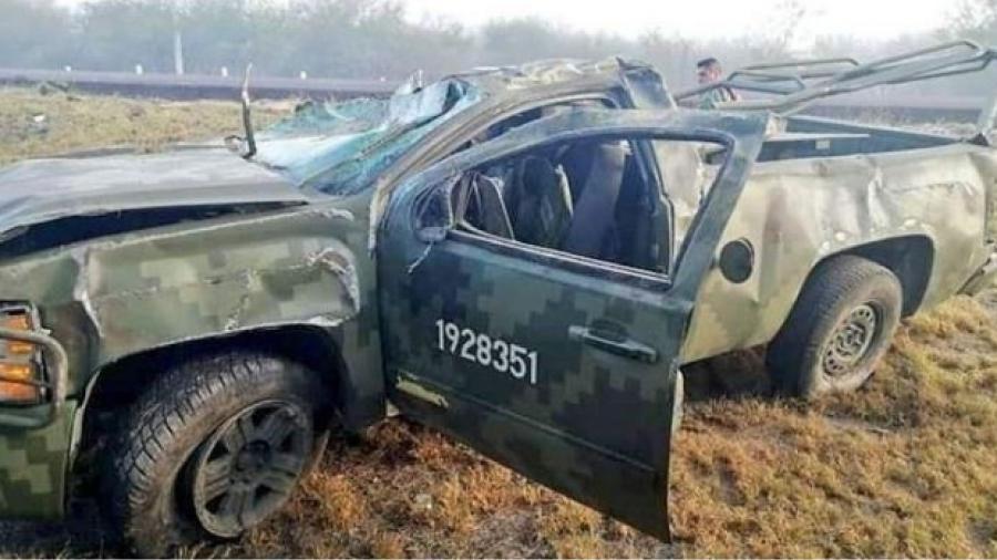 Deja un muerto y 6 heridos una volcadura de camioneta militar en SLP