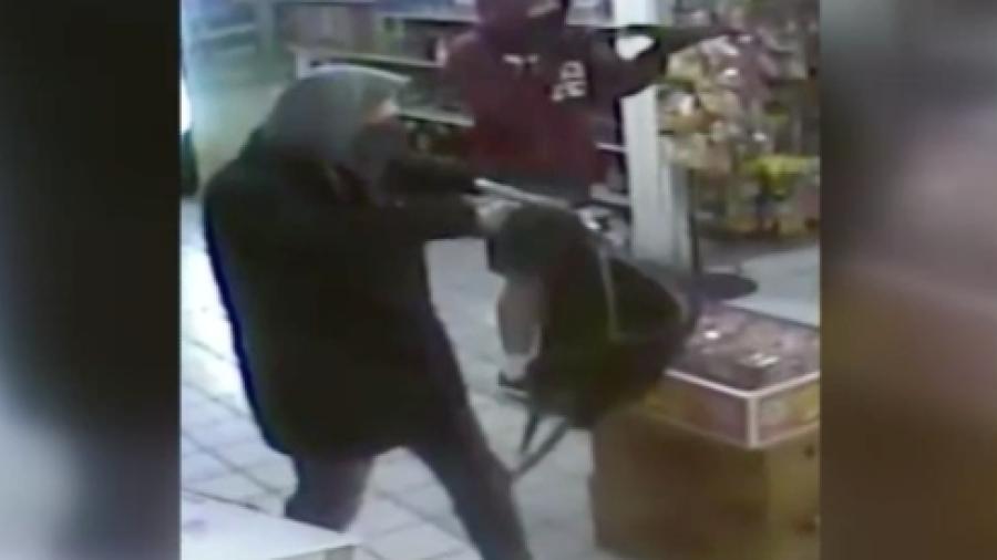 Arrestan a tres hombres por robo a mano armada