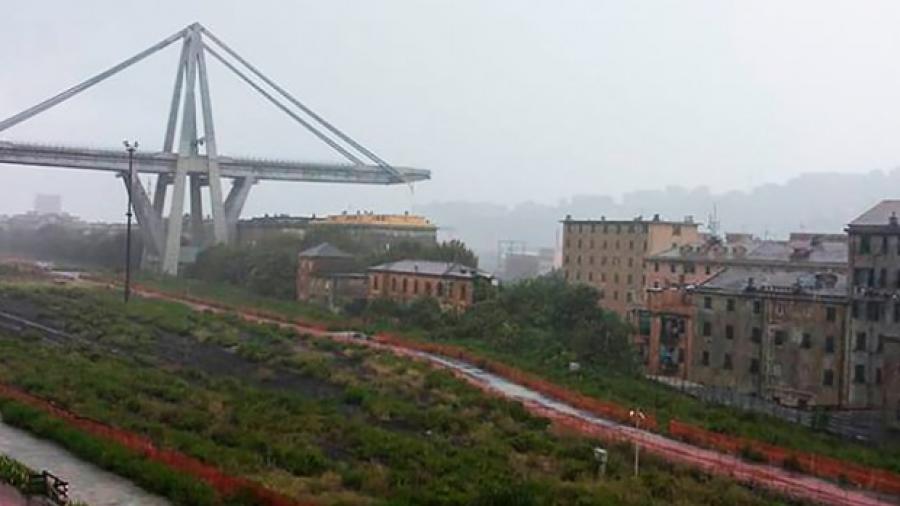 Al menos 22 muertos por el derrumbe de un puente en Génova, Italia