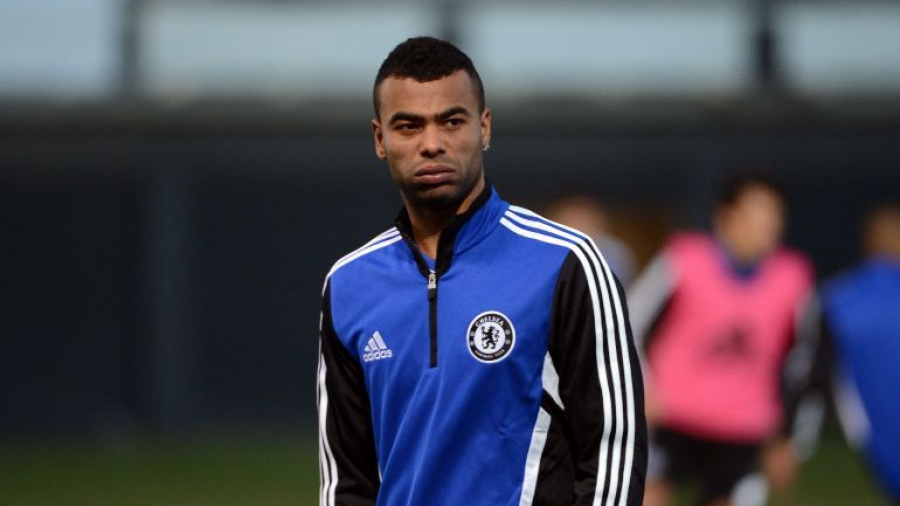 Ashley Cole le dice 'adiós' al fútbol profesional