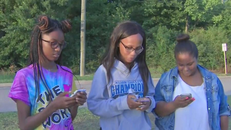 Estudiantes afroamericanos reciben mensajes de texto raciales